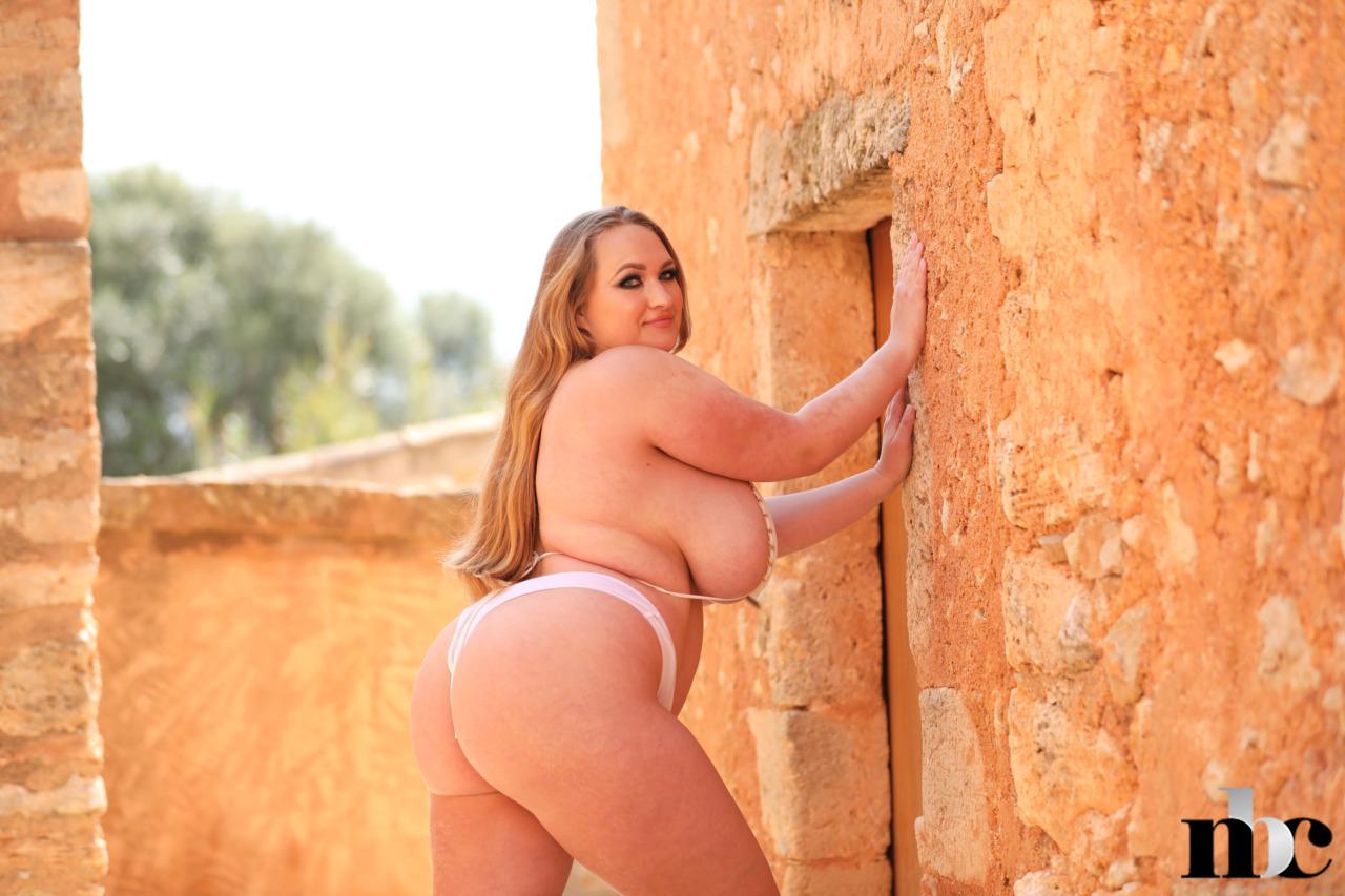 Nothing But Curves: Sara Willis - 7