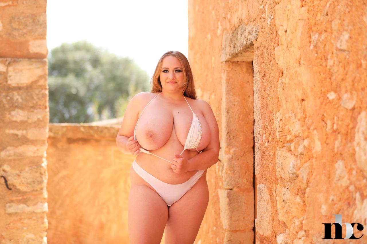 Nothing But Curves: Sara Willis - 10