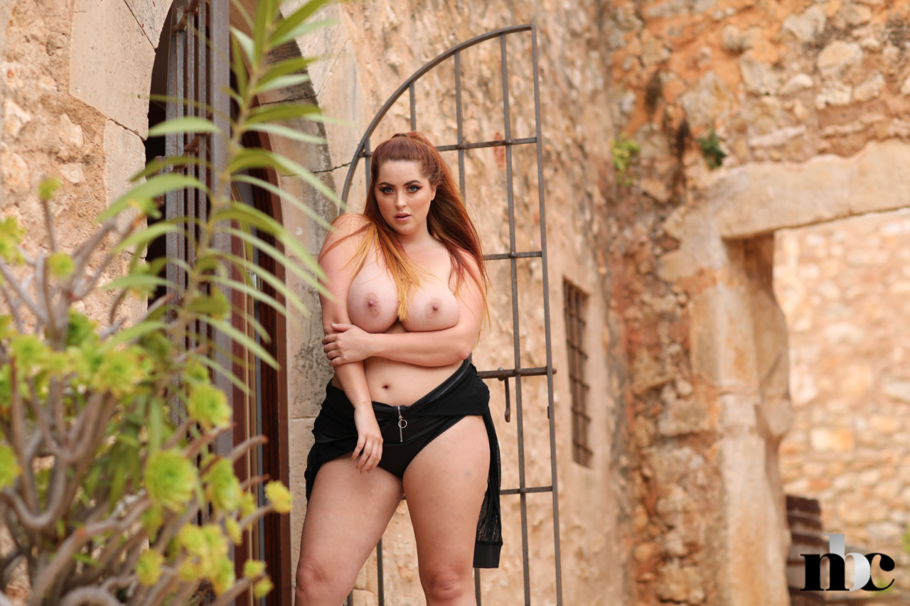 Nothing But Curves: BabeSource.com: Lucy Vixen - 9