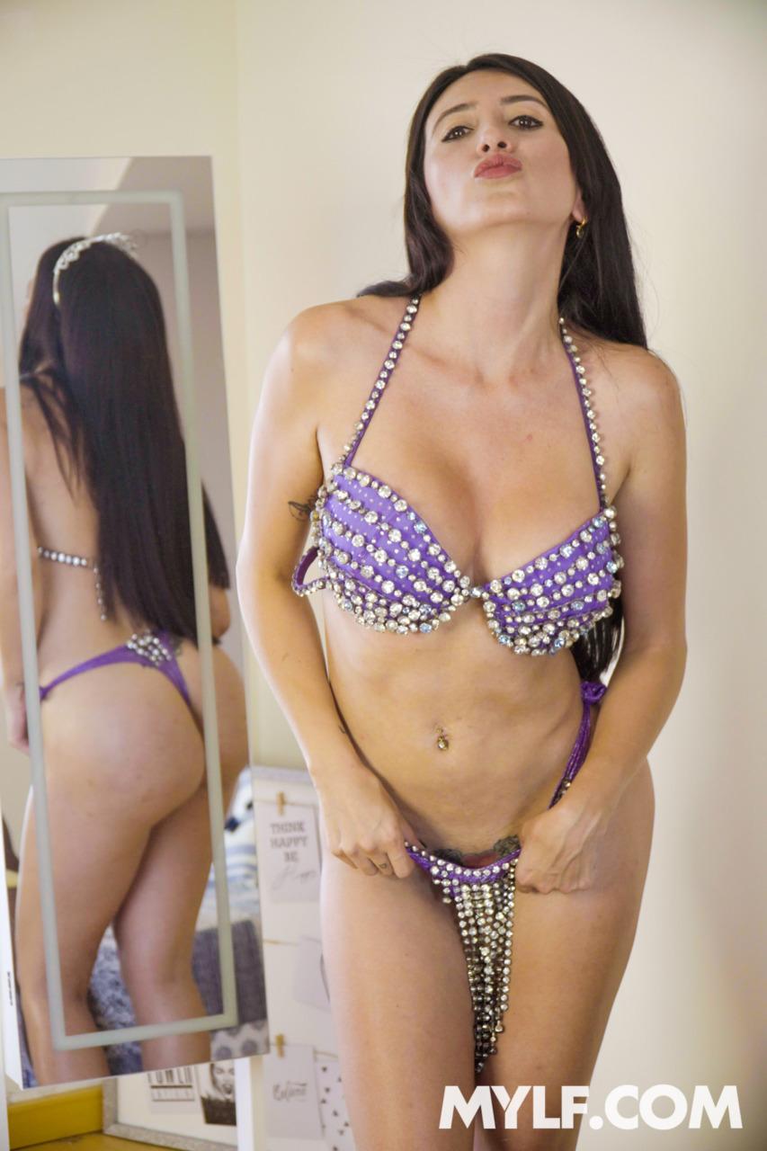 MYLF: BabeSource.com: Linda Gonzalez - 1