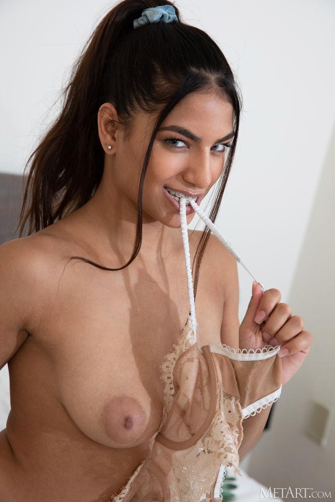 Zishy: Daniella Vioti Round ass Beauty 5