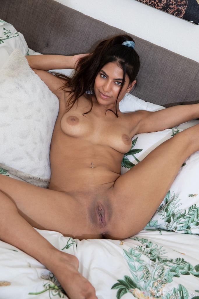 Zishy: Daniella Vioti Round ass Beauty 9