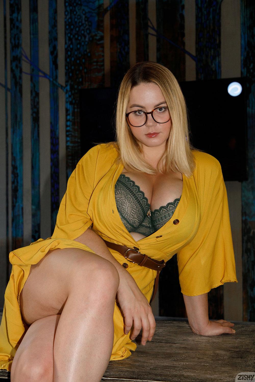 Zishy: Ivanna Ershova in Yellow 8