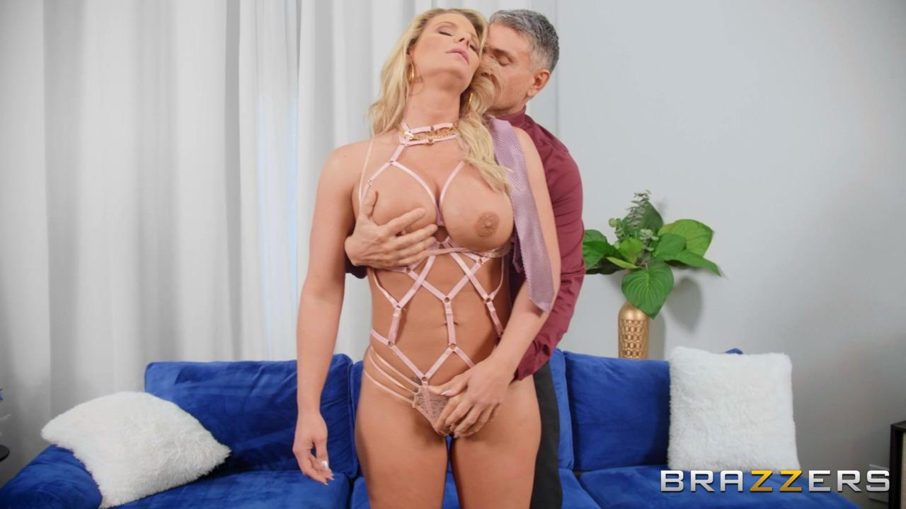 Brazzers: BabeSource.com: Phoenix Marie - 2