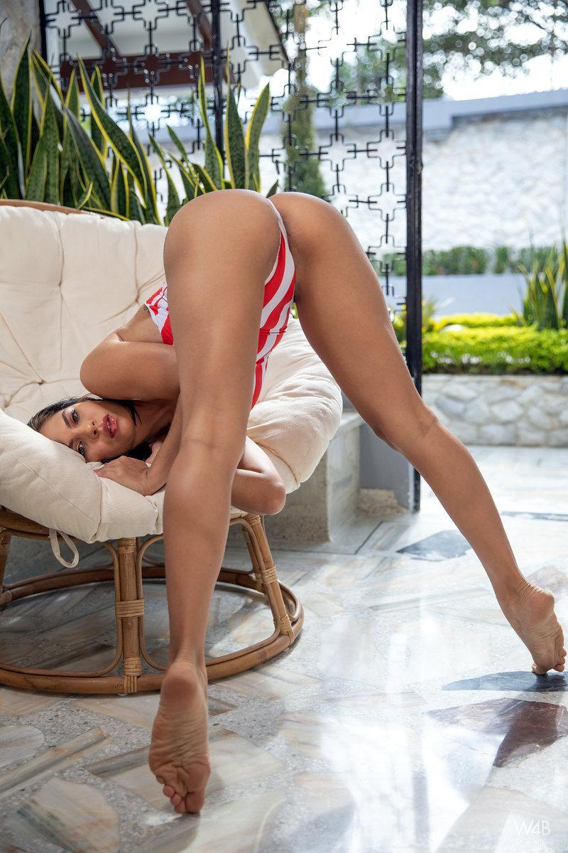 Jolie Star Nicely Shaped Butt 3
