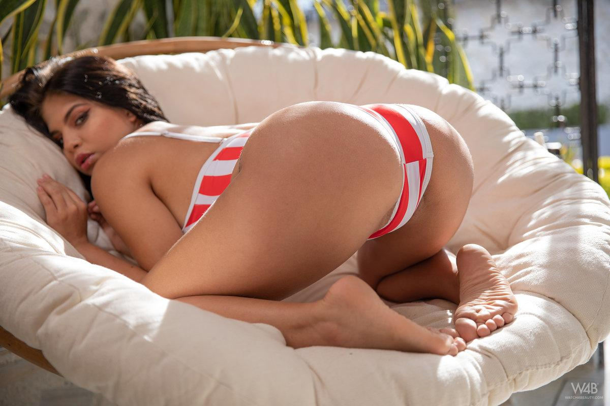 Jolie Star Nicely Shaped Butt 4