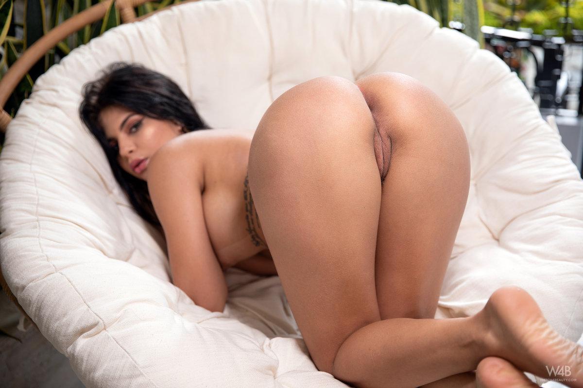 Jolie Star Nicely Shaped Butt 6