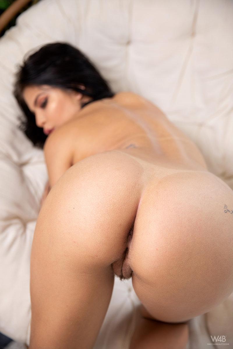 Jolie Star Nicely Shaped Butt 10