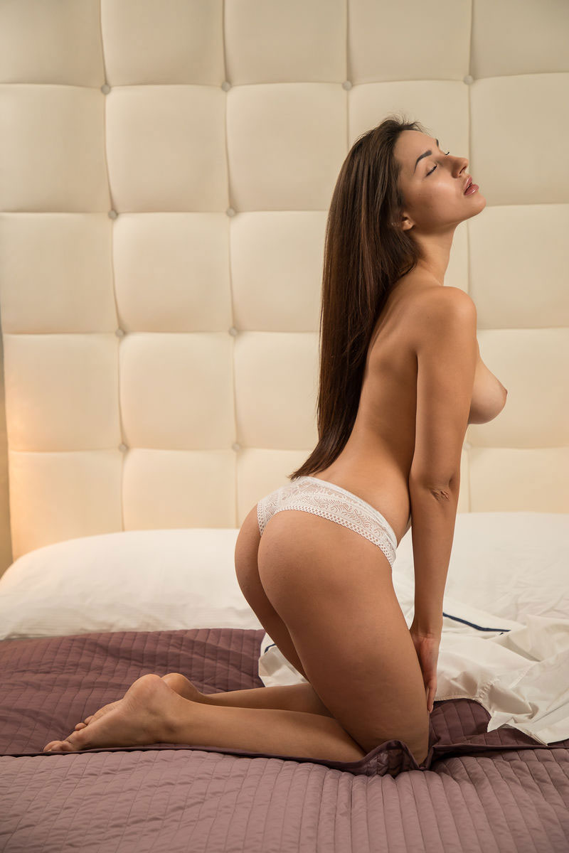Zishy: Angelina S White Shirt 5