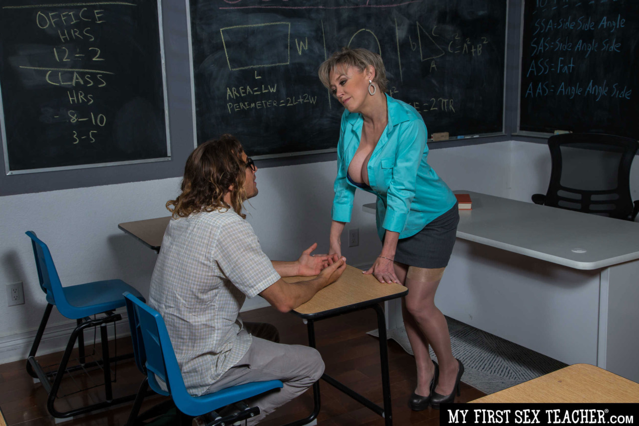 Girlsway - Dee Williams Rides her Student 1