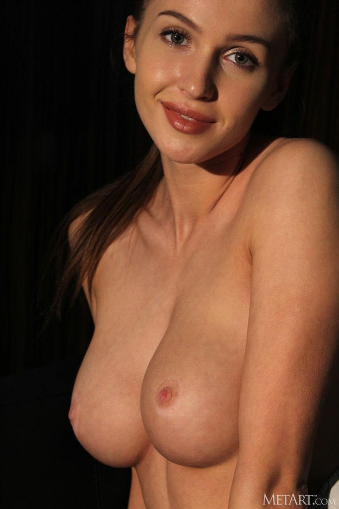 Zishy: Holly Haim Toned and Sexy 5