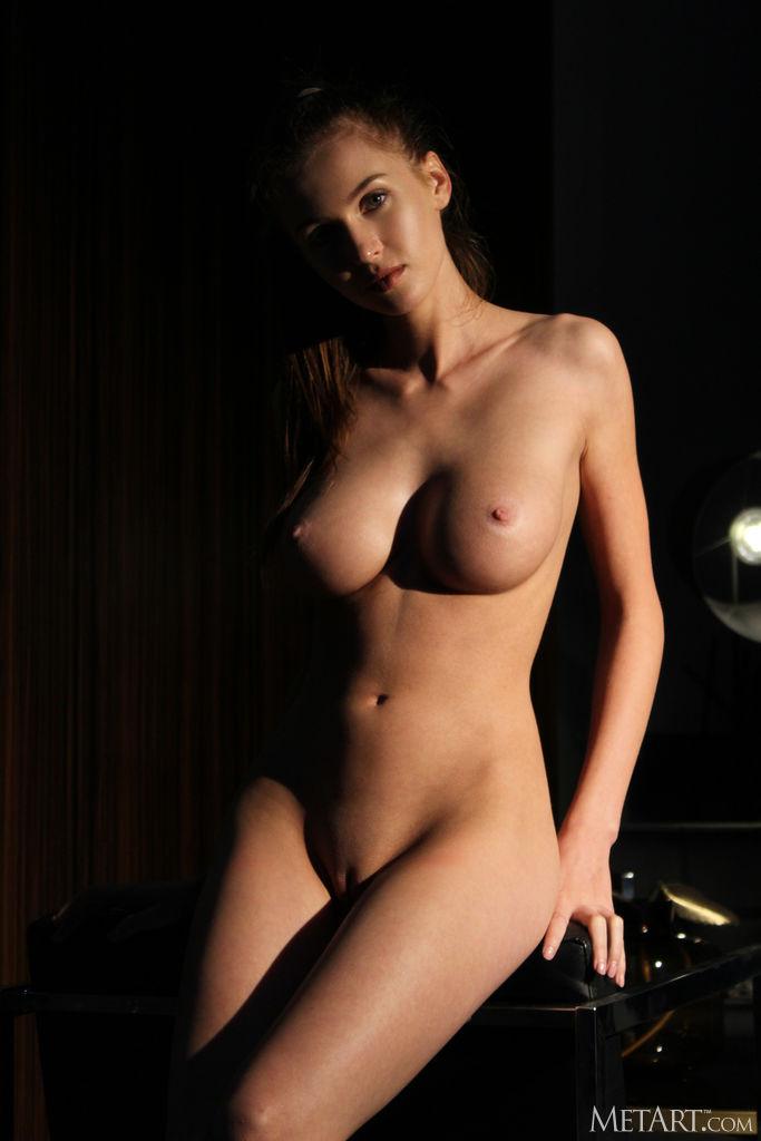 Zishy: Holly Haim Toned and Sexy 10