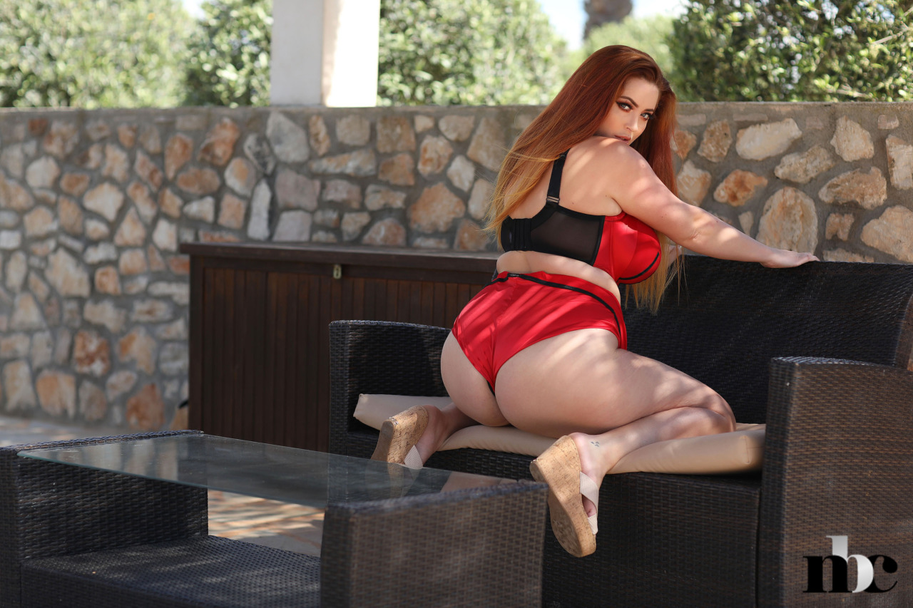 Nothing But Curves: Lucy Vixen - 4
