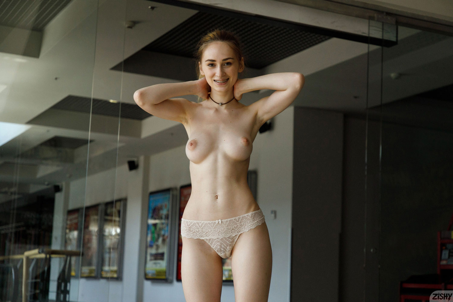 Zishy: Yana West At The Theater 12
